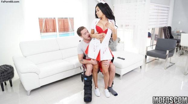Mofos - Porn Video Naughty Nurse Gives Good Head with Aaliyah Hadid
