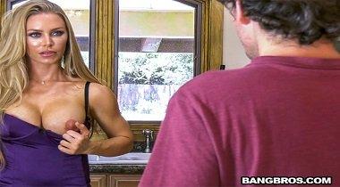 Bangbros - BangBros Clips – Bath Time with Nicole with Nicole Aniston 380x210