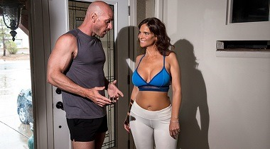Brazzers Exxtra - Resistance Band Boning by Syren De Mer & Johnny Sins 380x210