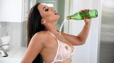 Brazzers.com - Private Eyeful Rachel Starr & Jessy Jones - Real Wife Stories 380x210