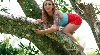 Mofos - Girl On Treetop by Xeena Mae - Stranded Teens 380x210