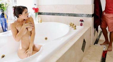Brazzers Exxtra - Make Yourself Free-Useful with Katana Kombat & Xander Corvus 380x210